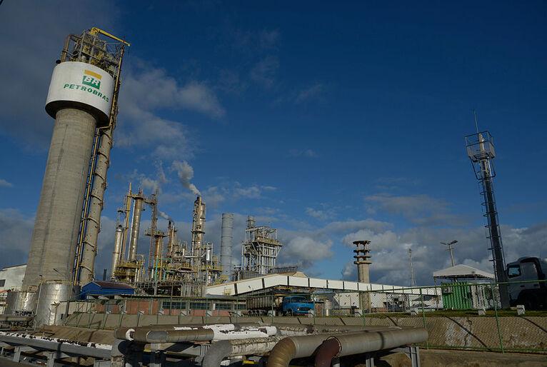 20210324151735 gettyimages 542639276 1  - ELEVAÇÃO NOS PREÇOS: Petrobrás anuncia reajuste da gasolina e do gás de cozinha em mais de 7%