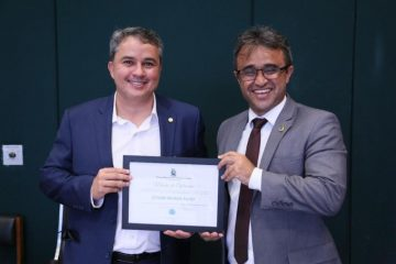 28105407 dbff3e2a 8 360x240 - Efraim recebe homenagem por investimentos encaminhados para saúde de Campina Grande