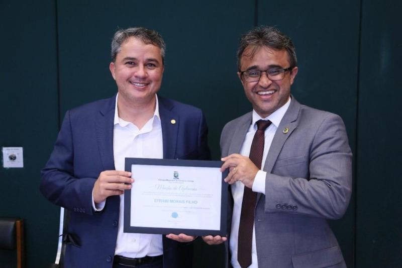 Efraim recebe homenagem por investimentos encaminhados para saúde de Campina Grande