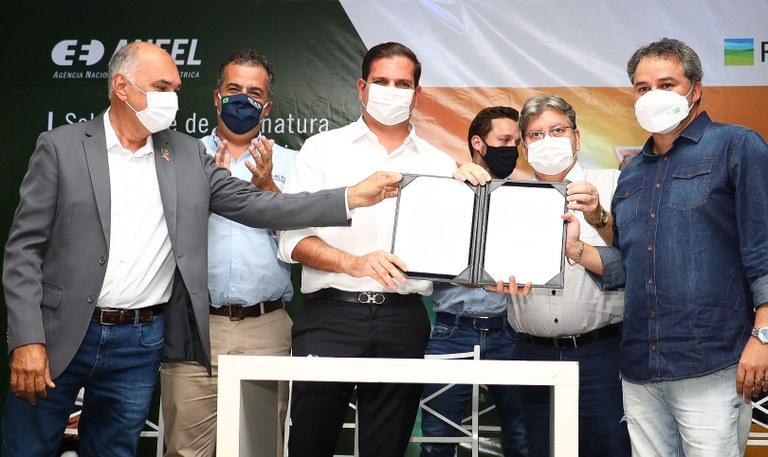 529ebc73 58aa 4e9f 971b 3241f03cdde8 - João Azevêdo participa de assinatura de instalação em Santa Luzia do maior parque eólico da América Latina