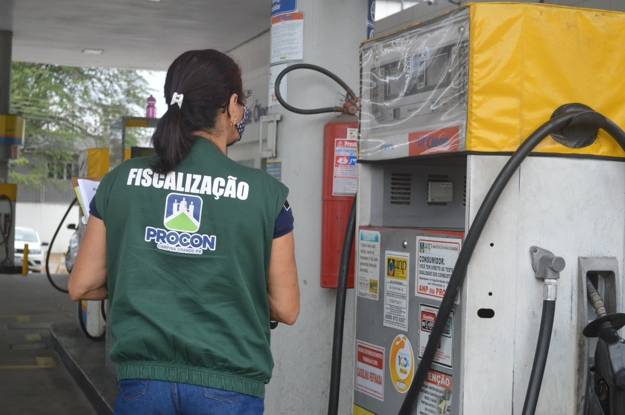 591bb105a1fb9b9628355d7ad6713242 - Preço do litro da gasolina comum sobe 3,44% e o do etanol reduz 0,33% em Campina Grande