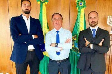 """61799272a047f 360x240 - EM TOM DE DEBOCHE?! Aos risos, Bolsonaro sai em defesa de Maurício Souza após post polêmico: """"Tudo é homofobia"""""""