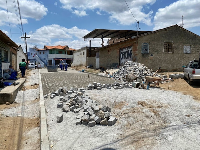 6d1b9d26 d506 4ac0 884c 050589e5cfe1 min - Emenda de R$ 1,8 milhão de Veneziano garante pavimentação de ruas em Campina Grande; obras estão em fase e conclusão