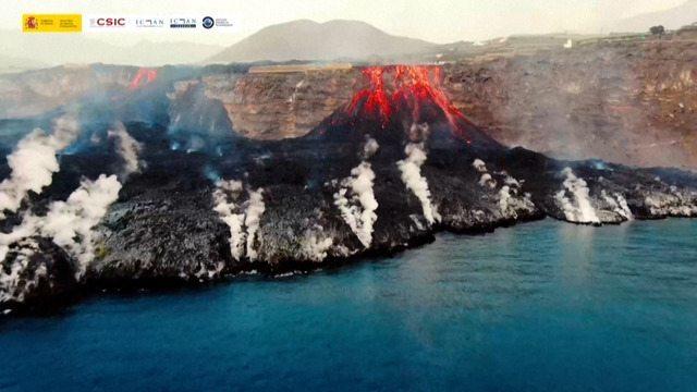 9916161 x360 - Lavas do vulcão chegam ao oceano; Erupção já dura 17 dias e devastou 400 hectares da ilha La Palma - VEJA VÍDEO