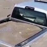 CAMINHAO AREIA 150x150 - Muita areia para o caminhãozinho? Picape é engolida em praia; VEJA VÍDEO