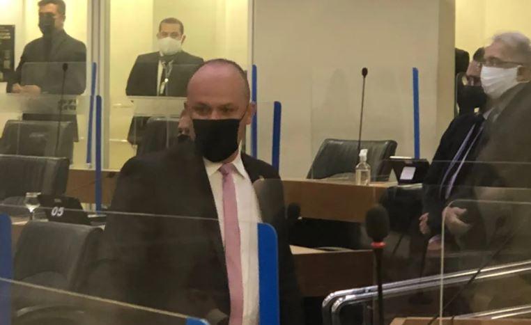 Capturar 5 - DESCUMPRIU REGRAS: Deputado Cabo Gilberto entra no plenário da Assembleia Legislativa da Paraíba sem estar vacinado