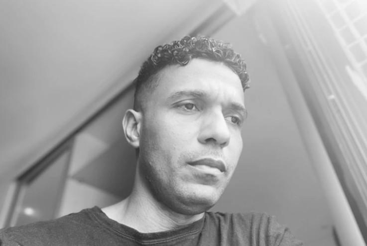 """Capturar 54 - Demitido de TV afiliada da Globo, jornalista esportivo alega racismo: """"Me acusou da 'subtração' de um equipamento de café"""""""