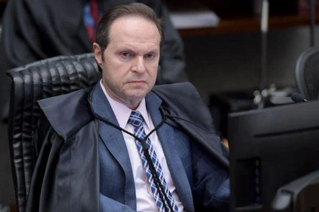 Capturar.JPGsss 1 - FINALMENTE! Ministro do STJ concede liberdade a mãe de cinco filhos acusada de furtar miojo e suco