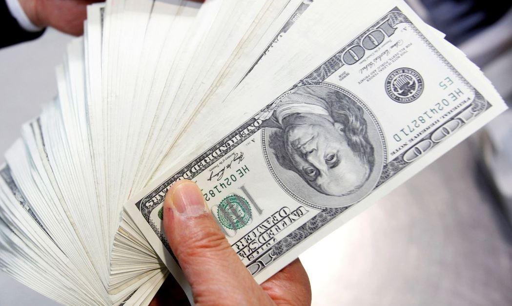 DOLAR - Dólar fecha com maior alta desde abril, custando R$ 5,537