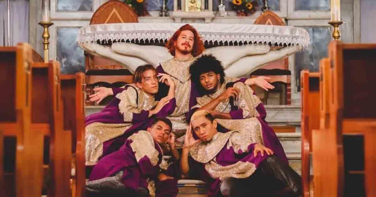 Grpo LGBTQIA Atelie 23 Reproducao - Grupo ativista LGBTQIA+ grava videoclipe em igreja e fiéis se revoltam - VEJA VÍDEO