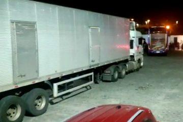 Cargas irregulares: SEFAZ-PB apreende 94 toneladas de feijão e café e seis ônibus com roupas sem notas fiscais