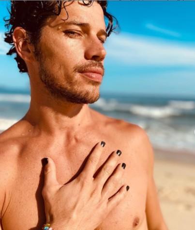 """JOSE LORETO - José Loreto adere a tendência de pintar unhas, e é criticado por internautas: """"Só pra aparecer?"""""""