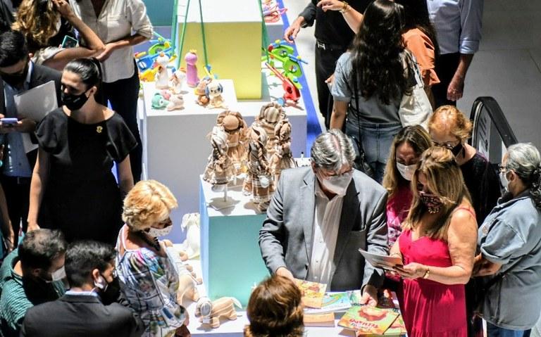 Joao Azevedo feira - João Azevêdo prestigia abertura do Festival Paraibano de Brinquedos Populares