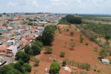 O GOLPE TA AI! Pastor invade área pública e anuncia venda de condomínio inexistente, gerando confusão entre os moradores – VEJA VÍDEO