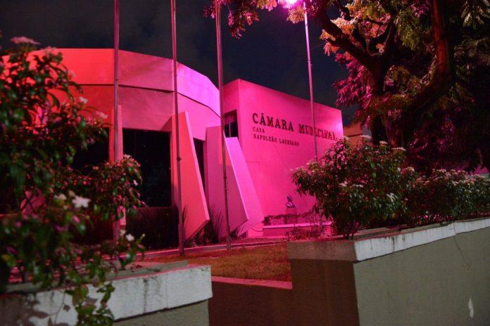 Outubro Rosa ft Jsantos 047 scaled e1633105572705 - SAÚDE DA MULHER: Câmara de JP ganha tons rosa em alusão à campanha contra o câncer de mama