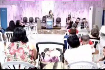 """Pastora se """"empolga"""" durante pregação e fala palavrão seguido de línguas estranhas: """"Normal o c****"""" – VEJA VÍDEO"""