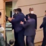 TAPA 150x150 - Homem invade palco e dá tapa em governador durante discurso - VEJA VÍDEO