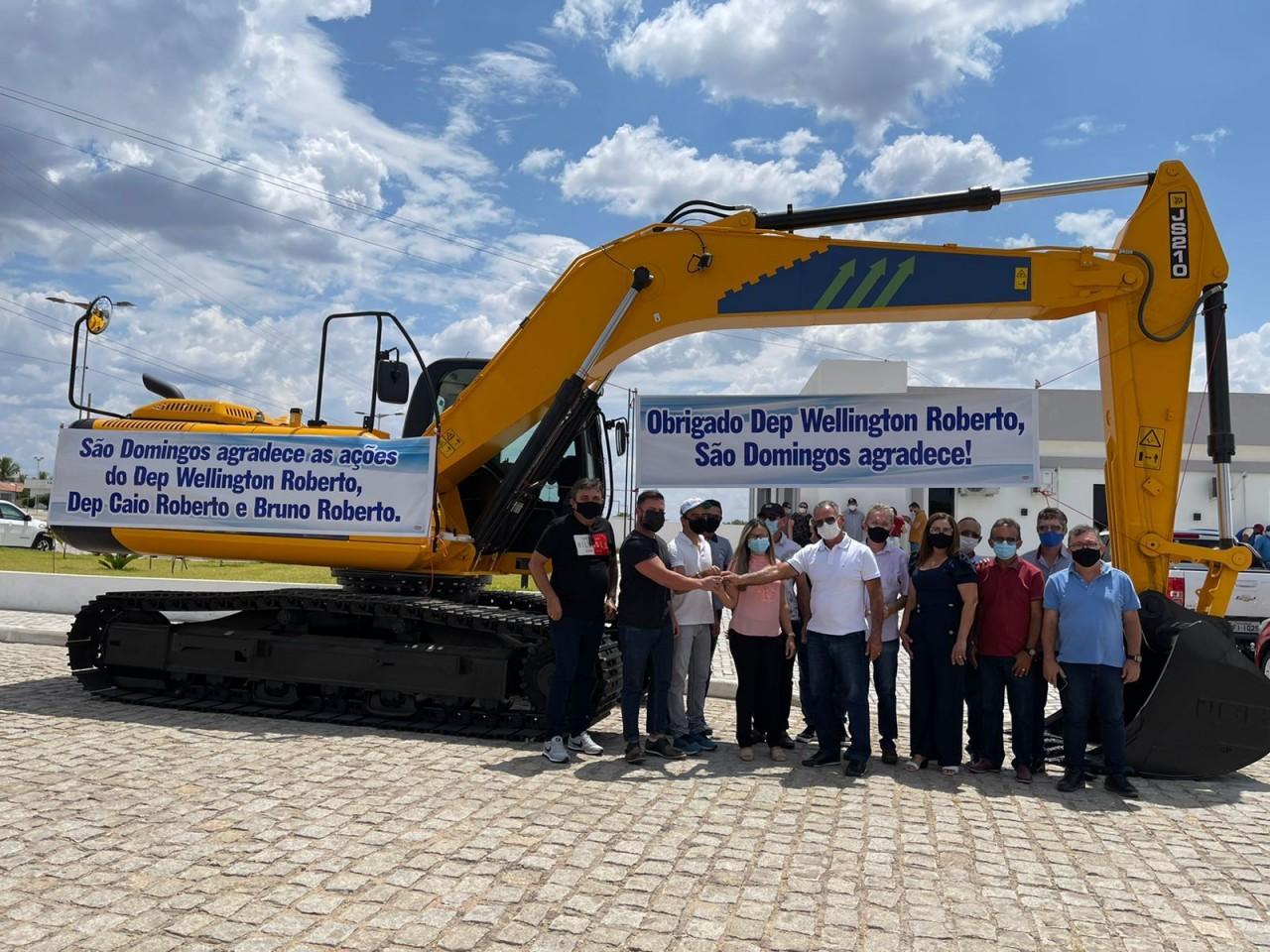 WhatsApp Image 2021 10 04 at 12.28.25 - Bruno Roberto entrega máquinas escavadeiras hidráulicas em mais dois municípios da Paraíba