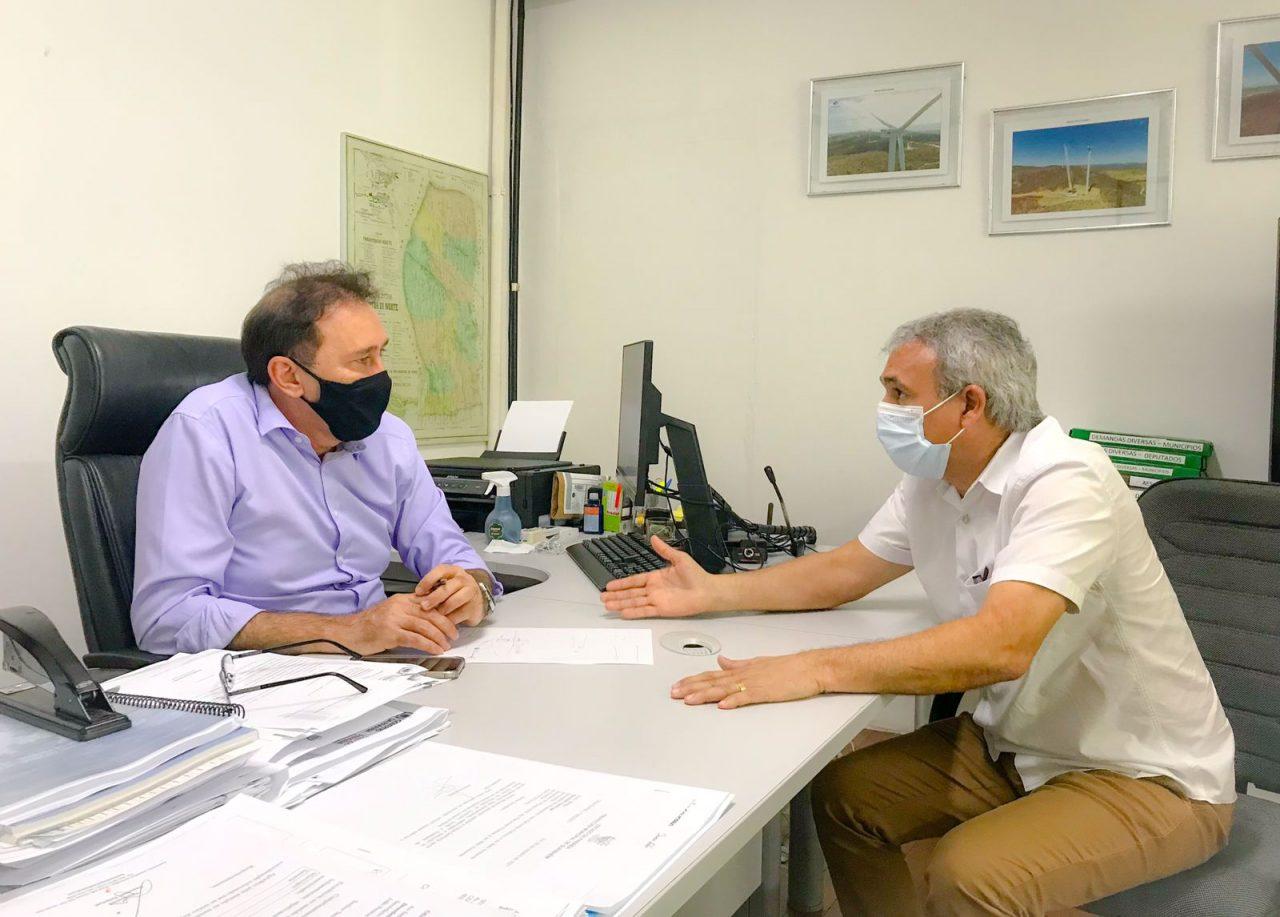 WhatsApp Image 2021 10 07 at 20.04.18 scaled - Prefeito de esperança se reúne com Secretário de Infraestrutura para discutir soluções emergenciais em relação ao abastecimento de água no município