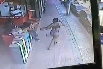 WhatsApp Image 2021 10 23 at 14.55.47 360x240 - Mulher derruba desconhecida com o bumbum em rua; VEJA VÍDEO