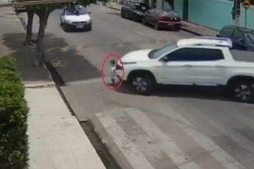 Que susto! Vídeo mostra bebê atingido pelo carro do pai em Alagoas
