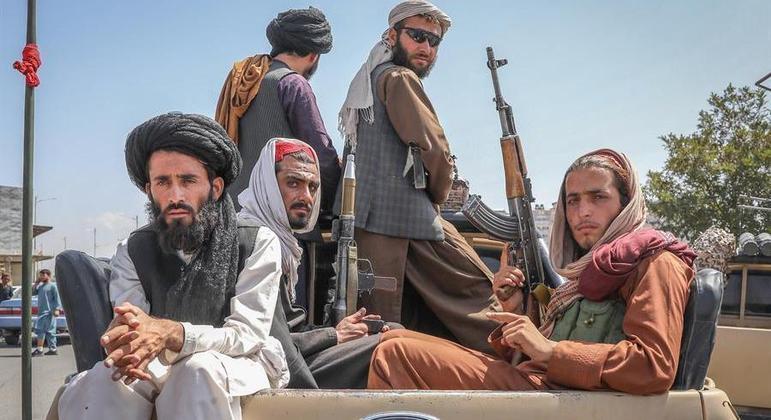afeganistao talibas cabul soldados 16082021145316665 - REGIME BRUTAL: Talibãs voltam a expor corpos de ladrões em praça pública