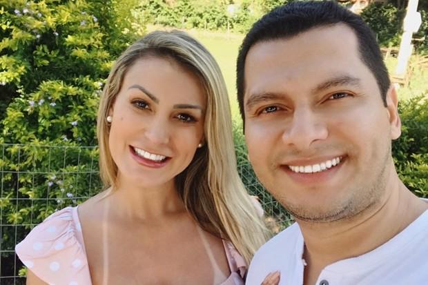 andressa2 - FIM DA CRISE! Marido assume redes sociais de Andressa Urach, bloqueia seguidores e diz que casamento está fortalecido