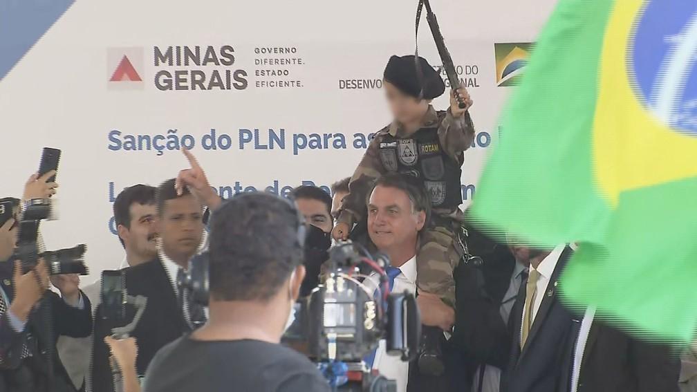 bolsonaro - Comitê da ONU condena Bolsonaro por uso de criança fardada e sugere sanção