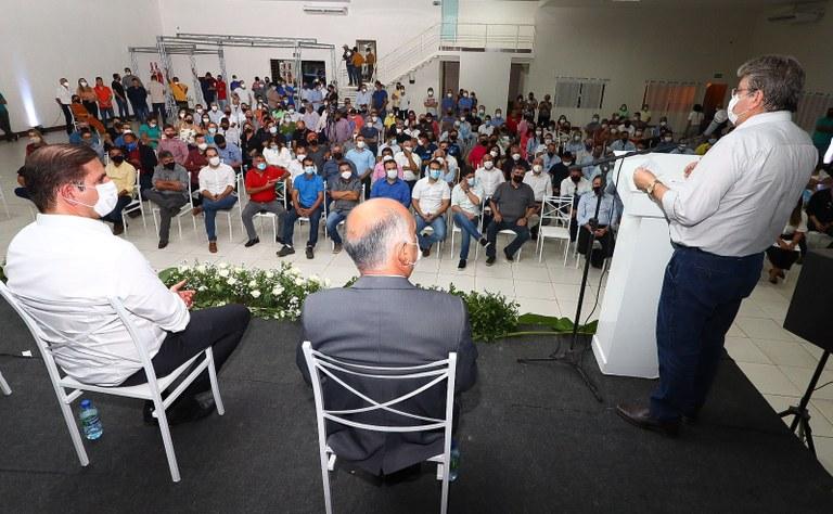 ca7030a8 632b 4a21 84d3 35dbb0e1f5b0 - João Azevêdo participa de assinatura de instalação em Santa Luzia do maior parque eólico da América Latina
