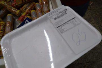 carne extra fb 360x240 - 'Evitar roubo': Supermercado Extra de bairro da periferia entrega bandeja vazia até cliente pagar por carne