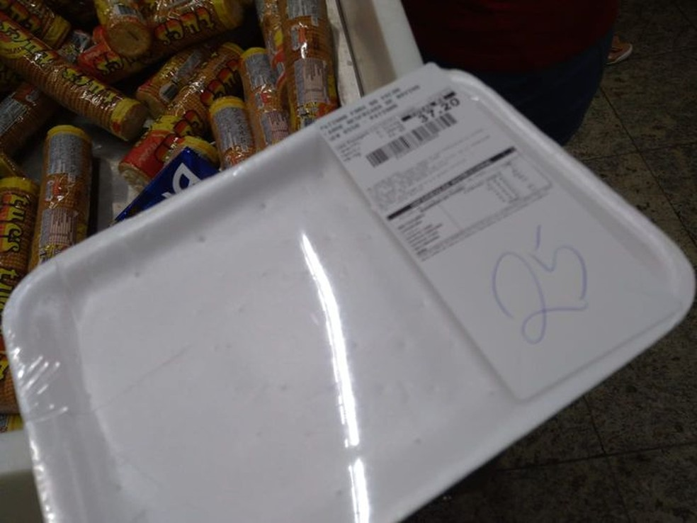 carne extra fb - 'Evitar roubo': Supermercado Extra de bairro da periferia entrega bandeja vazia até cliente pagar por carne