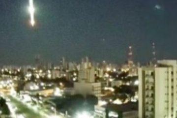 ce3f712b35a758fc9fcede07224dc9fa 360x240 - Queda de meteoro ilumina céu na avenida do CPA em Cuiabá