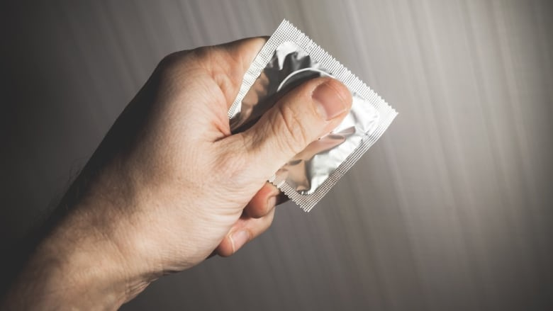 condom stealthing - Tirar camisinha sem consentimento vira crime; entenda o que é 'stealthing'
