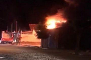 csm INCENDIO PATOS ONIBUS 9b2a9986ac 360x240 - Incêndio atinge ônibus e destrói veículos no Sertão da Paraíba