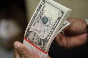 dolar 1 360x240 - Dólar chega R$ 5,71 e acumula alta de 10% no ano