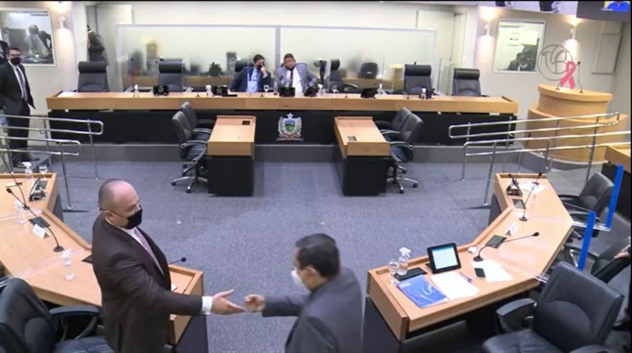 download 6 - DESCUMPRIU REGRAS: Deputado Cabo Gilberto entra no plenário da Assembleia Legislativa da Paraíba sem estar vacinado