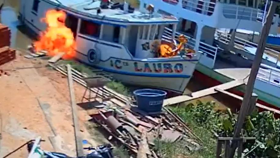 embarcacao fogo - Embarcação pega fogo e deixa pelo menos cinco feridos; veja momento do acidente