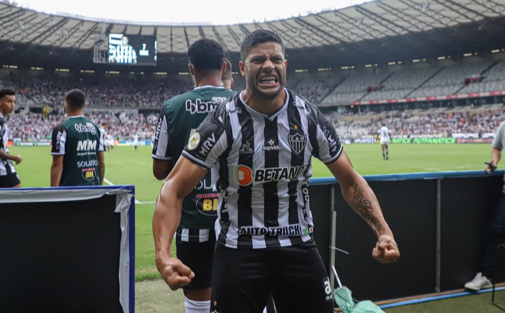 hulk - Hulk faz dois gols, vira artilheiro isolado do campeonato e Atlético-MG dispara na liderança