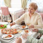 idosos refeicao 2 1  150x150 - Saiba o que é 'poupança de cálcio' e como ela pode ajudar a prevenir a osteoporose