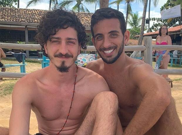 """image 3eM5Fu1 - Ator Johnny Massaro revela namoro com amigo de infância: """"Amor da minha vida"""""""