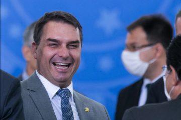 imagem 2021 10 21 212908 360x240 - O riso impiedoso do senador Flávio Bolsonaro que ignora o drama de milhares de brasileiros - Por Rui Leitão