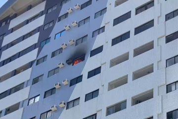 incendio predio 360x240 - ASSUSTADOR: Incêndio atinge apartamento na zona sul e causa destruição - VEJA VÍDEO