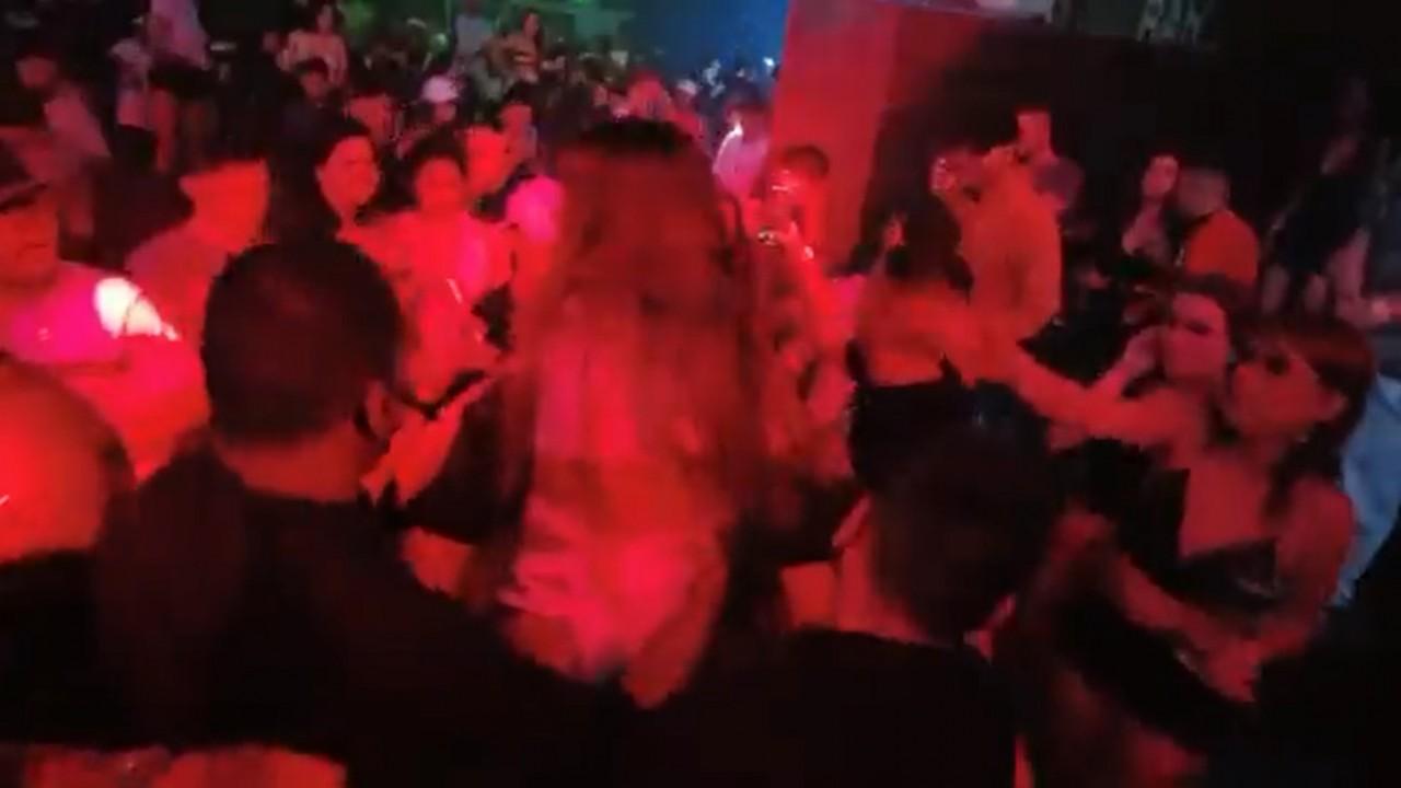 """mirella video - Mulher joga bebida em MC Mirella após show e cantora exibe momento: """"Quis aparecer, deixa eu ajudar ela"""" - VEJA VÍDEO"""
