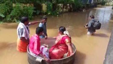 Noivos chegam a casamento flutuando em panela durante enchente