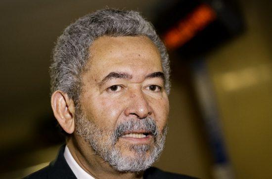 """APAGÃO CIENTÍFICO: """"Corte de R$ 600 milhões trará graves prejuízos para pesquisa e educação"""", diz deputado Paulão"""