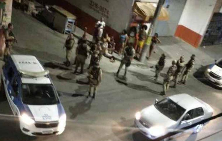 pessoas - Seis pessoas morrem e 15 ficam feridas em ataque a festa de Paredão