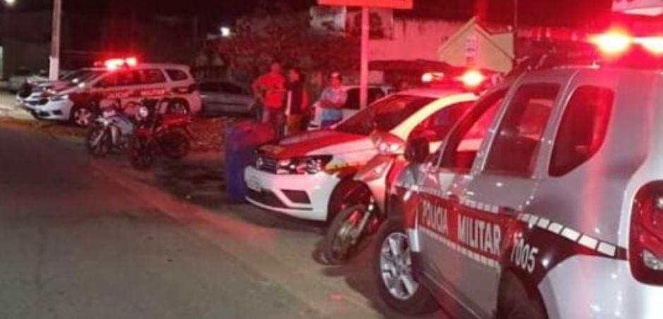 pm - Homem sofre vários disparos de arma de fogo e morre em frente de casa, na zona rural da região de Patos