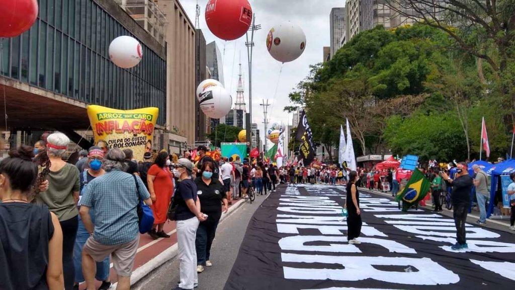 protesto contra o governo bolsonaro na avenida paulista em são paulo 1 1024x576 1 - Protesto contra Bolsonaro reuniu 8 mil pessoas na Paulista, diz Governo de São Paulo