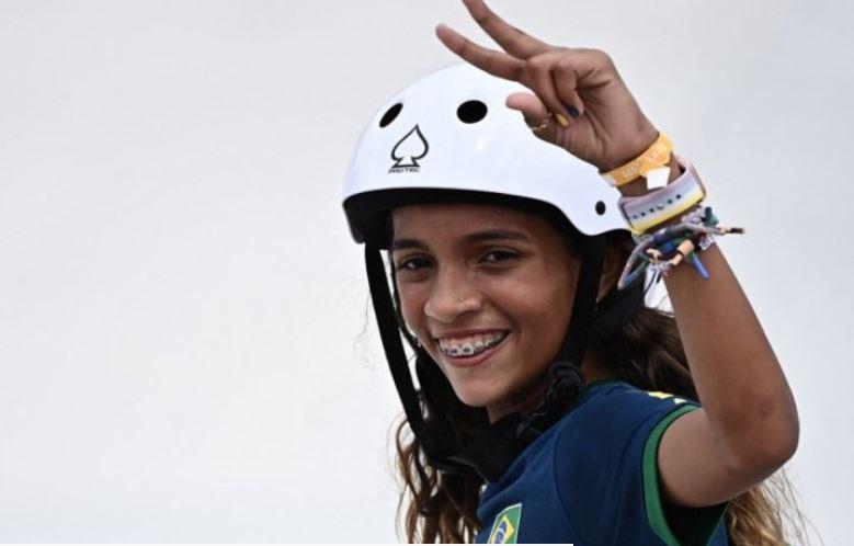 rayssa - Menina de ouro: Rayssa Leal doa prêmio de R$ 250 mil para instituição de skate