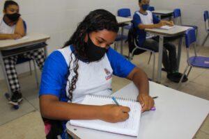 retorno aulas fundamental II 3 300x200 1 - Alunos do Fundamental II retornam às aulas presenciais na rede municipal de ensino de Cabedelo